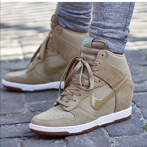 Nike Sky High Dunk Essential